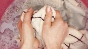 к чему снится стирать руками