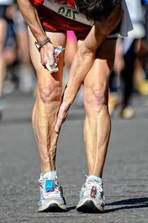 отчего сводит икроножные мышцы