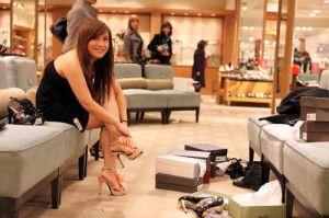 к чему снится мерить обувь в магазине