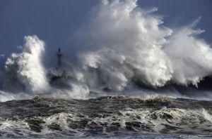 к чему снится большая волна