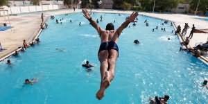 к чему снится нырять в бассейн
