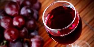к чему снится пить вино красное