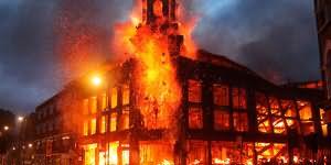 пожар охватил здание во сне