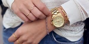 одевать золотые часы