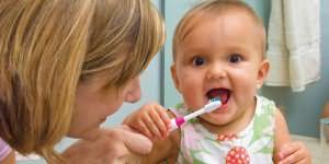 зуб у ребенка